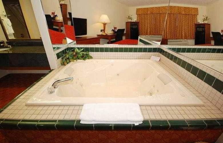 Best Western Plus Lakewood Inn - Room - 3