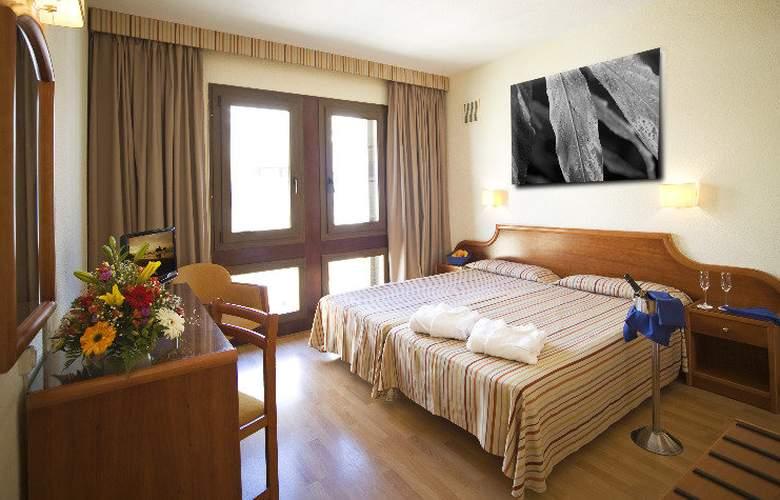 Adonis Plaza - Room - 6