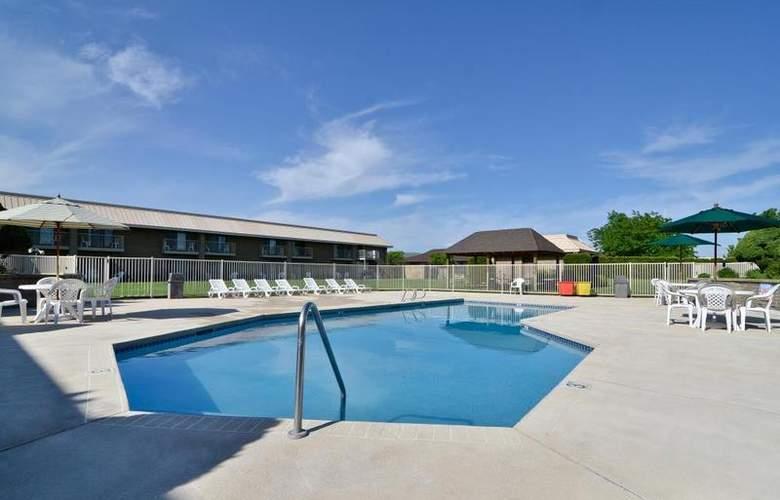 Best Western Plus Ahtanum Inn - Pool - 108