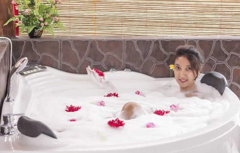 HARRIS Waterfront Batam - Pool - 9