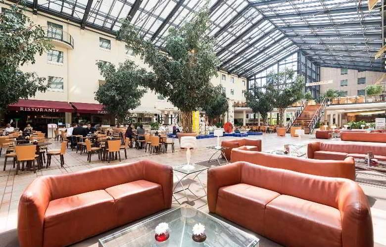 Estrel Hotel Berlin - Restaurant - 8