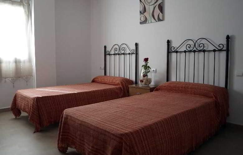 Hostal La Molina - Hotel - 0