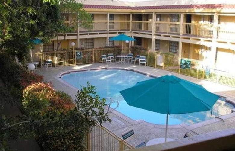 La Quinta Inn Austin Oltorf - Pool - 6