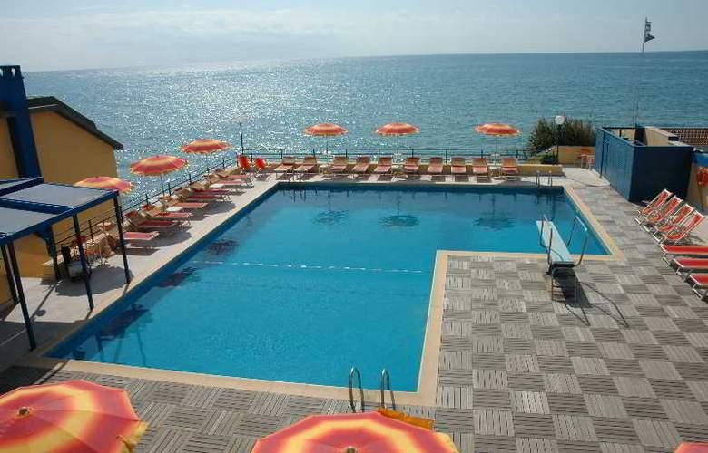 Grand Hotel Dei Cesari - Pool - 5