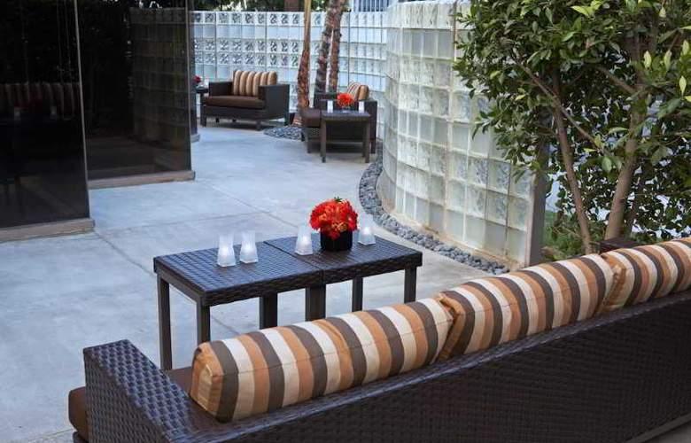Courtyard By Marriott LAX - Terrace - 9