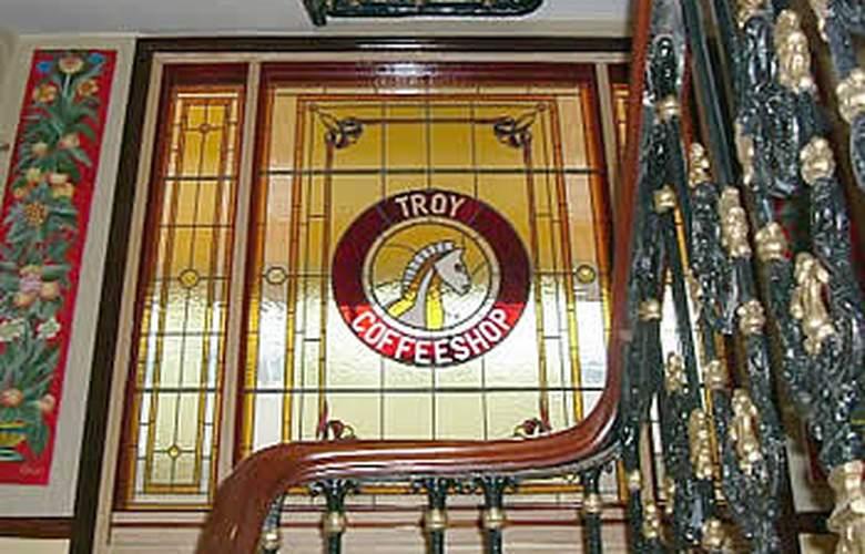 TROY - Hotel - 1