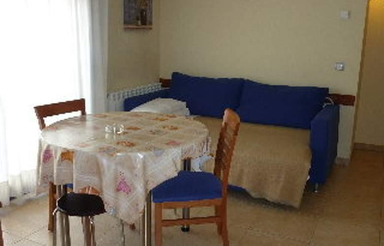 Iceberg Aparthotel - Room - 3