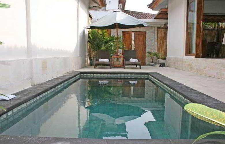 Exqisit Villas And Resort - Pool - 4