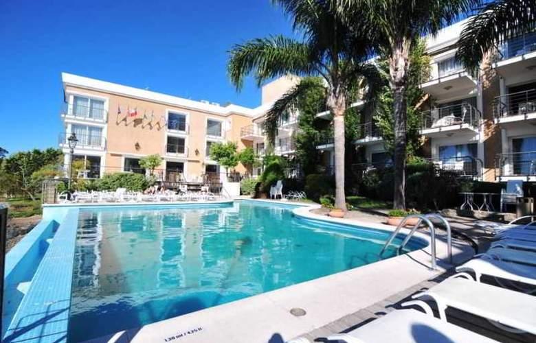 Radisson Colonia del Sacramento Hotel & Casino - Pool - 46