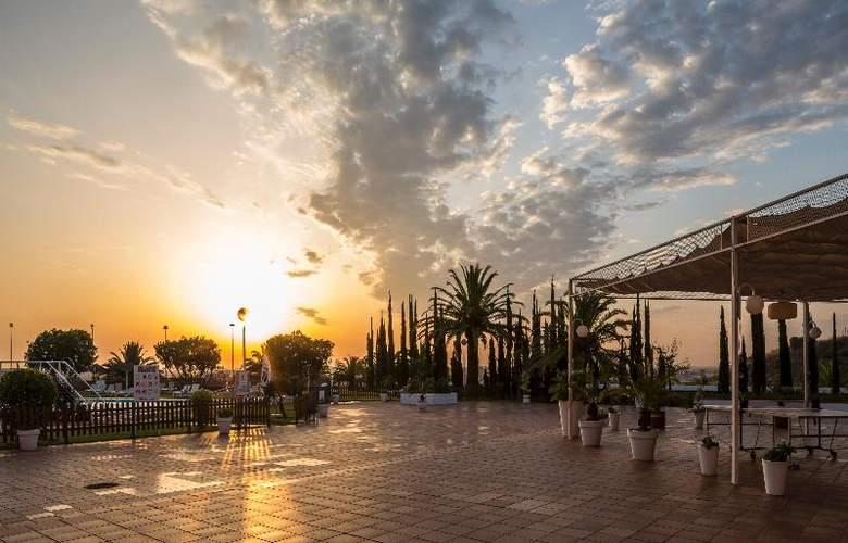 Ilunion Alcora Sevilla - Terrace - 28