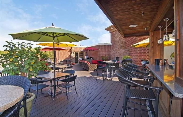 Best Western Plus White Bear Country Inn - Restaurant - 110