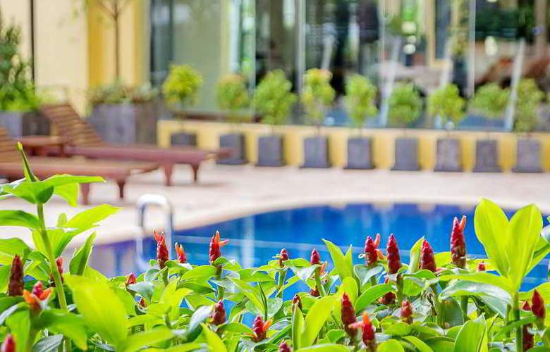 Astera Sathorn - Pool - 12