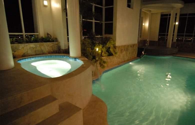 Lancaster Hotel - Pool - 2