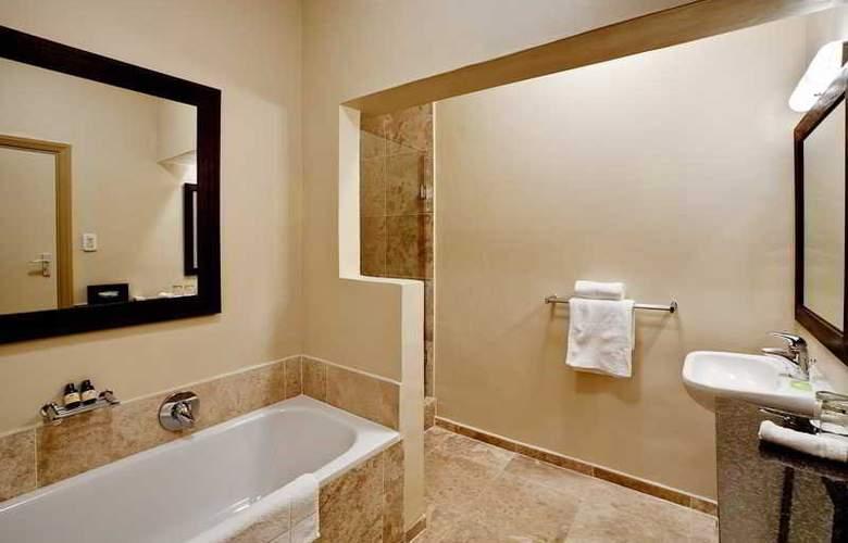 Ambassador & Executive Suites - Room - 8