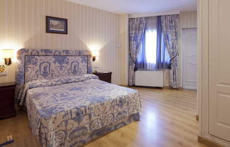 Osuna - Room - 9