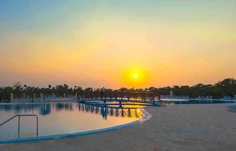Costa Verde Plus Beach Resort - Pool - 12