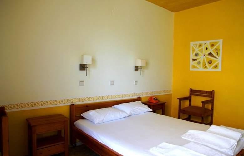 Aris - Room - 1