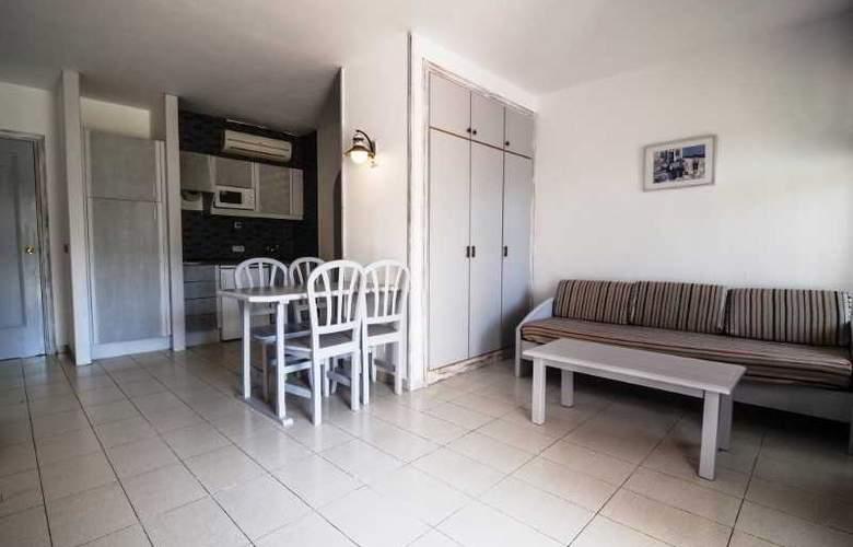 Apartamentos Turísticos Royal Life - Room - 23