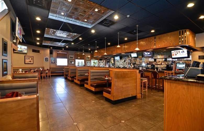 Best Western Plus Concordville Hotel - Bar - 100
