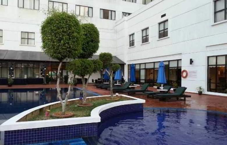 Vistana Hotel Kuantan - Pool - 11