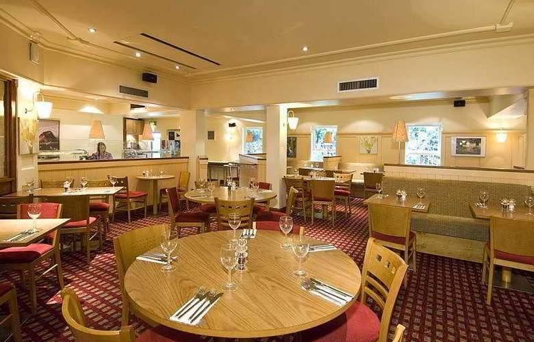 Premier Inn Gatwick Airport Central - Restaurant - 6