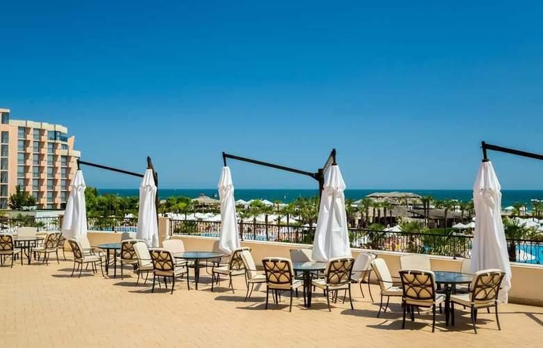 Majestic Beach Resort - Bar - 16