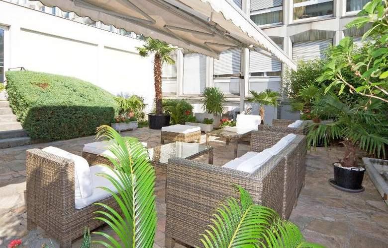 Drake Longchamp - Terrace - 8
