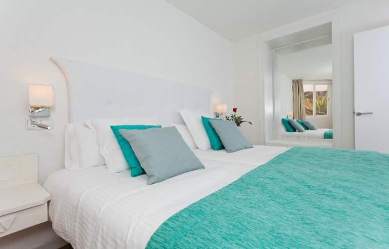Fergus Style Cala Blanca Suites - Room - 6