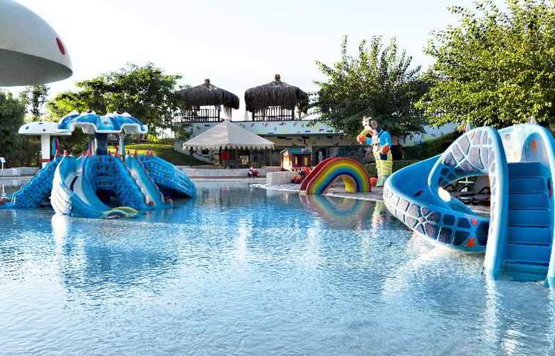 Gloria Verde Resort - Pool - 14