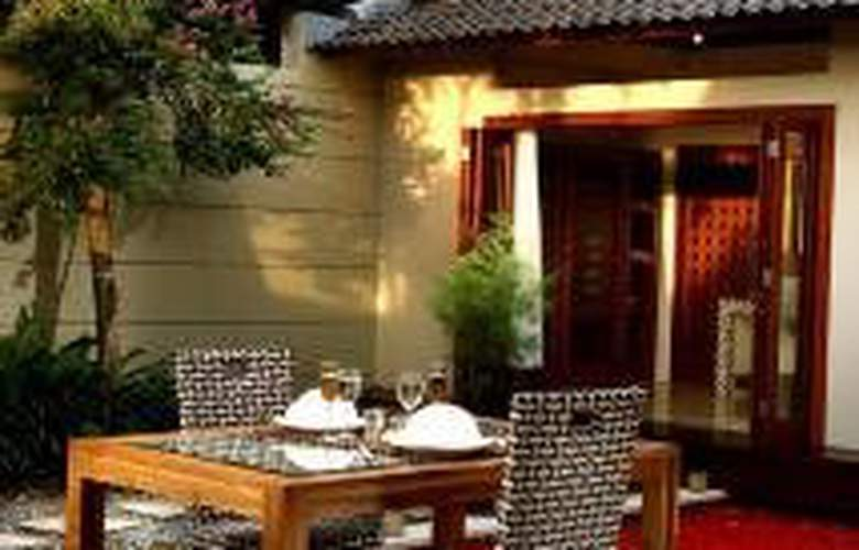 Grand Akhyati Villas & Spa - Terrace - 8