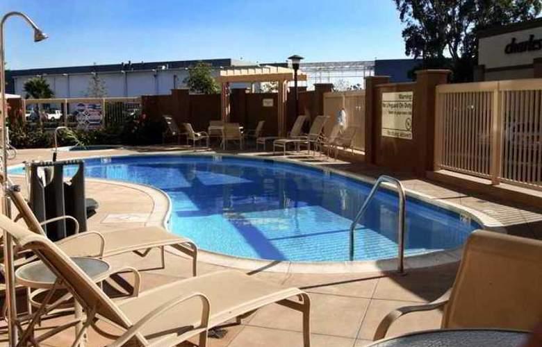 Hampton Inn & Suites Seal Beach - Hotel - 3