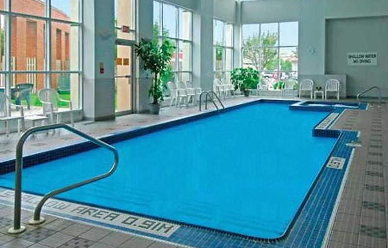 London Hotel & Suites - Pool - 4
