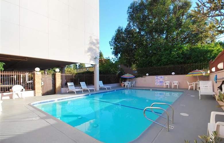 Best Western Los Angeles Worldport Hotel - Pool - 21