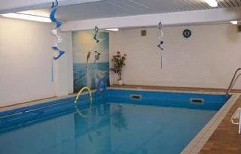 Quality Hotel Wasgau - Pool - 2