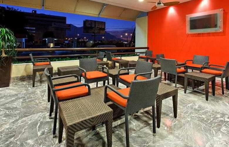 Crowne Plaza Monterrey - Terrace - 26