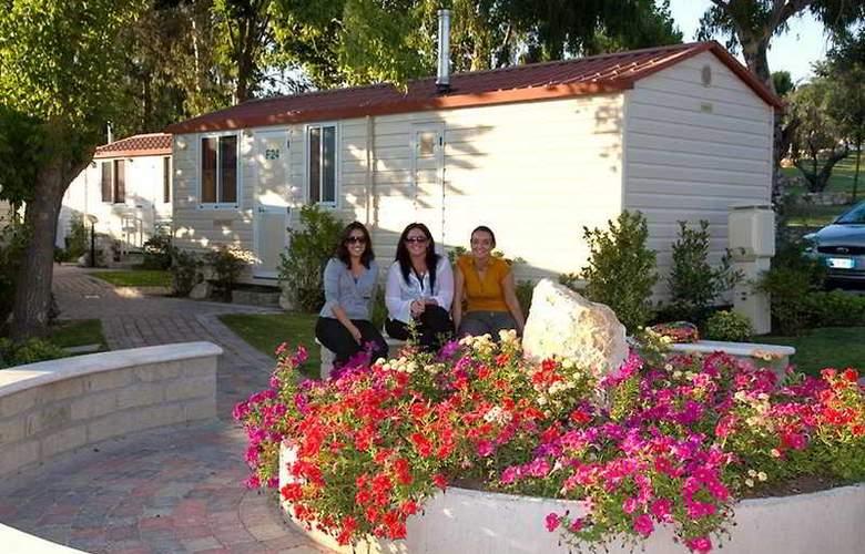 Flaminio Village Residence (Bungalow Park) - Hotel - 5