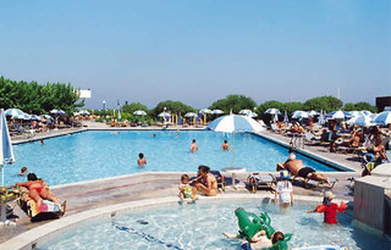 Marina Beach - Pool - 0