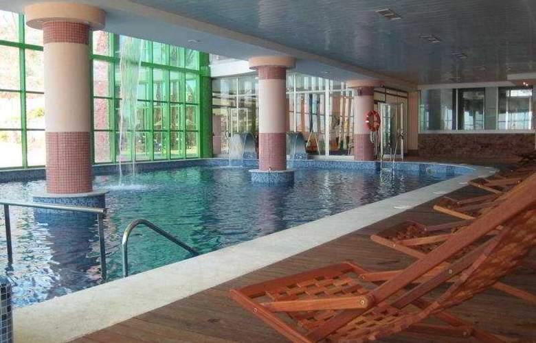 Holiday Palace - Pool - 15