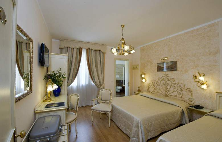 Viktoria Palace - Room - 11