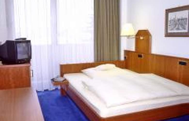 Götz - Room - 5