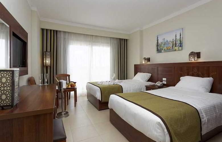 The Three Corners Royal Star Beach Resort - Room - 16