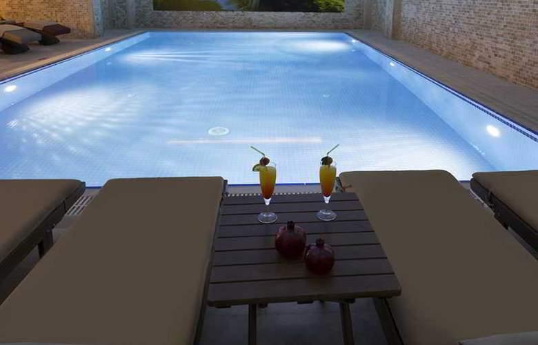 Ramada Hotel & Suites Atakoy - Pool - 16