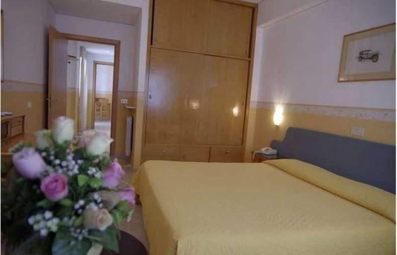 Tennis Hotel - Room - 2