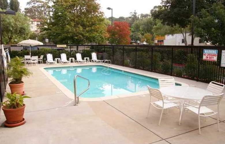 Hampton Inn Oakland-Hayward - Hotel - 8