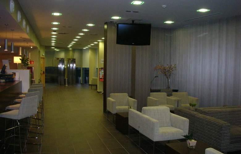 Holiday Inn Express Sant Cugat - Bar - 4