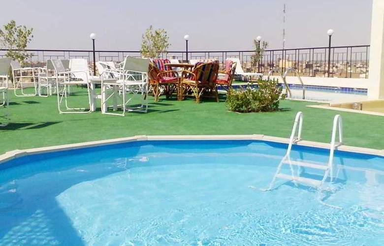 Royal House - Pool - 5
