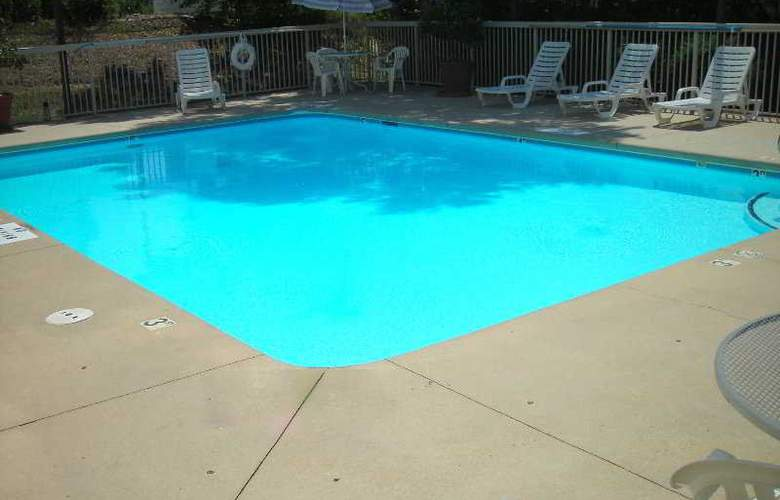 Best Western Plus Windsor Suites - Pool - 5