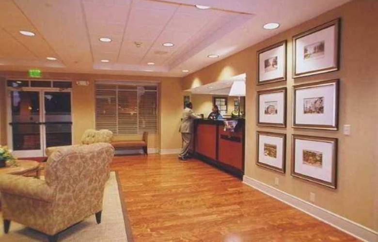 Hampton Inn & Suites Memphis-Shady Grove - Hotel - 4