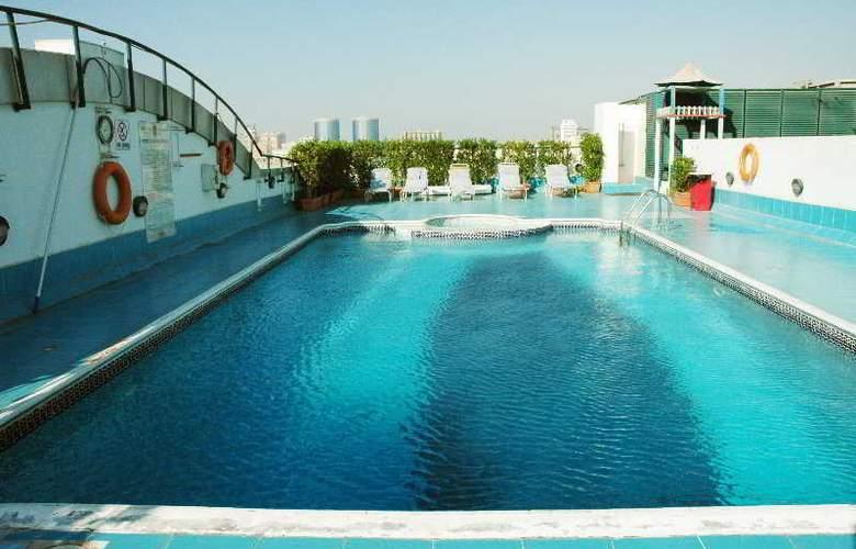 Regent Palace - Pool - 5