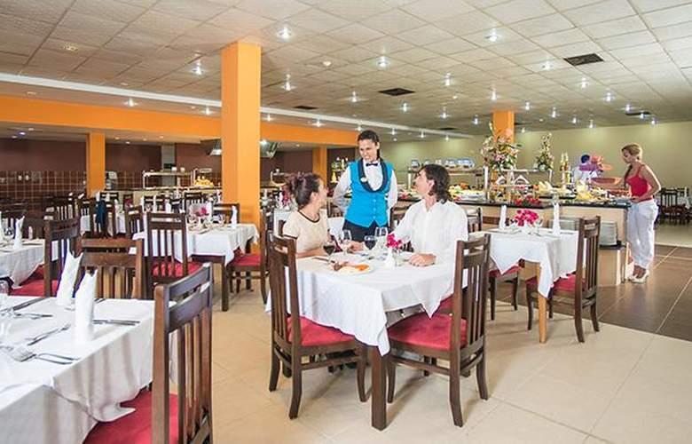 Costa Verde Plus Beach Resort - Restaurant - 15